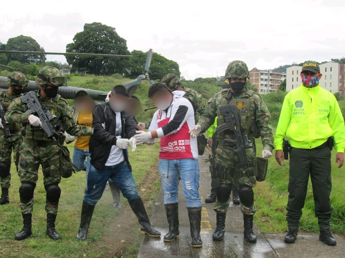 Con granadas y armamento capturan a disidentes de las FARC 2