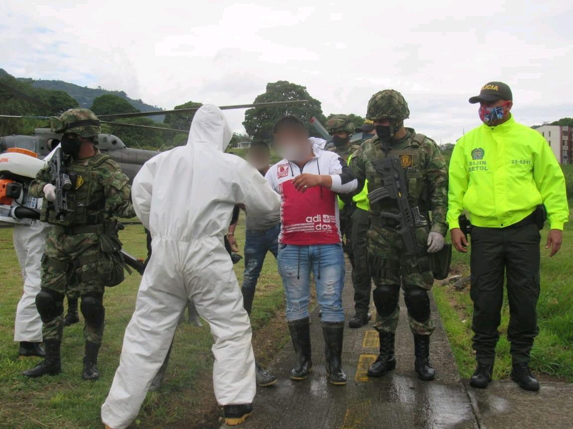 Con granadas y armamento capturan a disidentes de las FARC 3