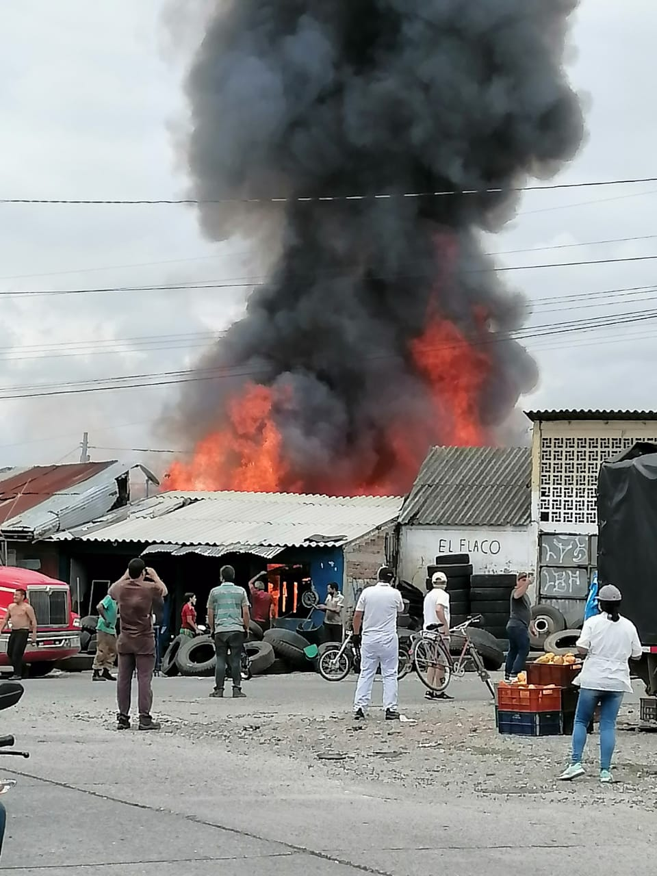 Incendio consume locales cerca de Arenales en Armenia 4