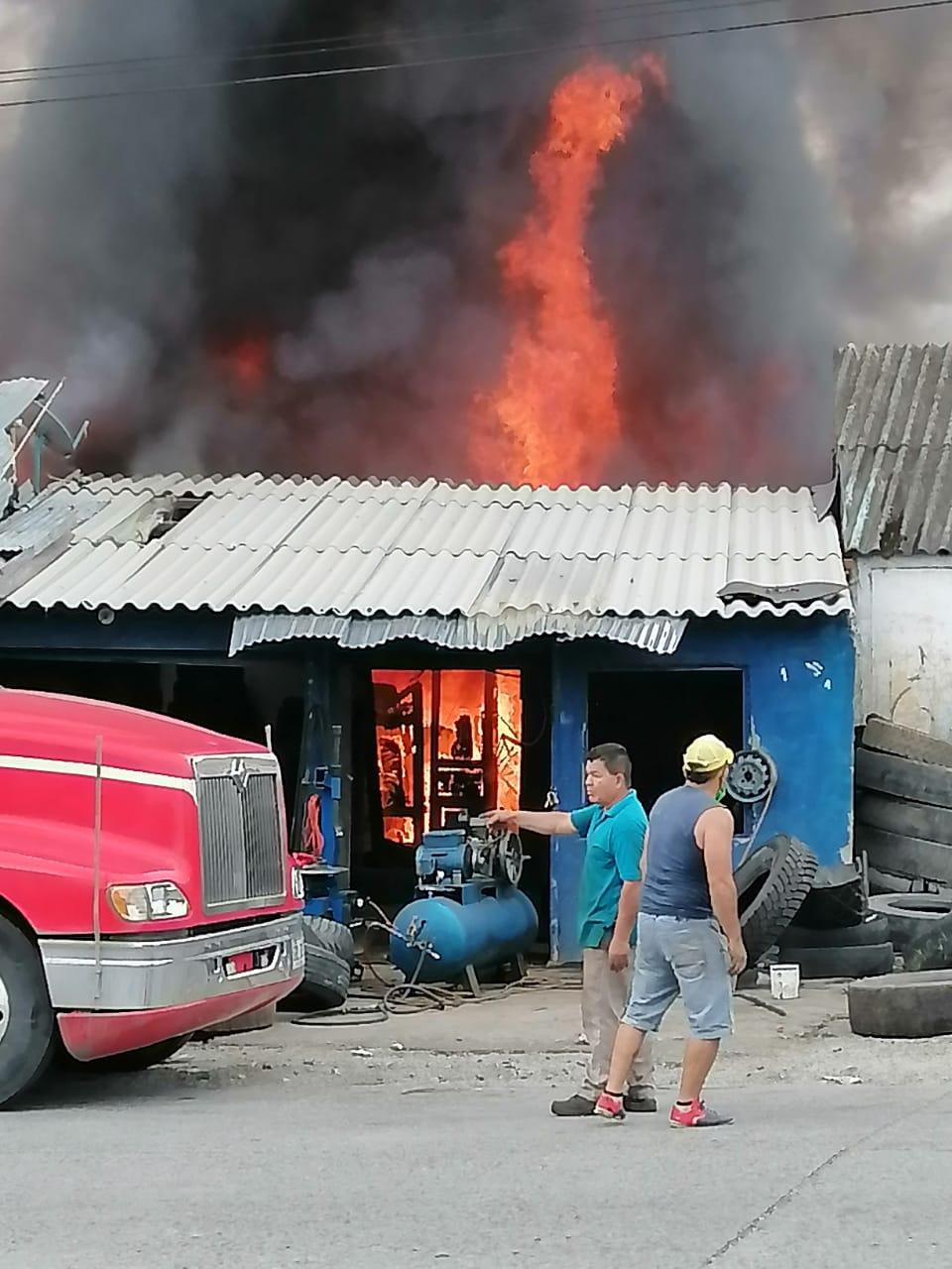 Incendio consume locales cerca de Arenales en Armenia 5