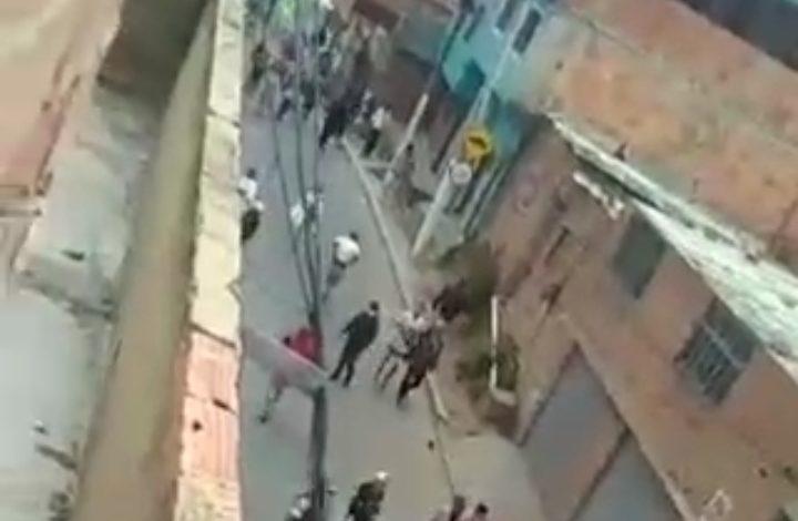Comunidad con hambre arremetieron en contra de la Policía en Bogotá 1