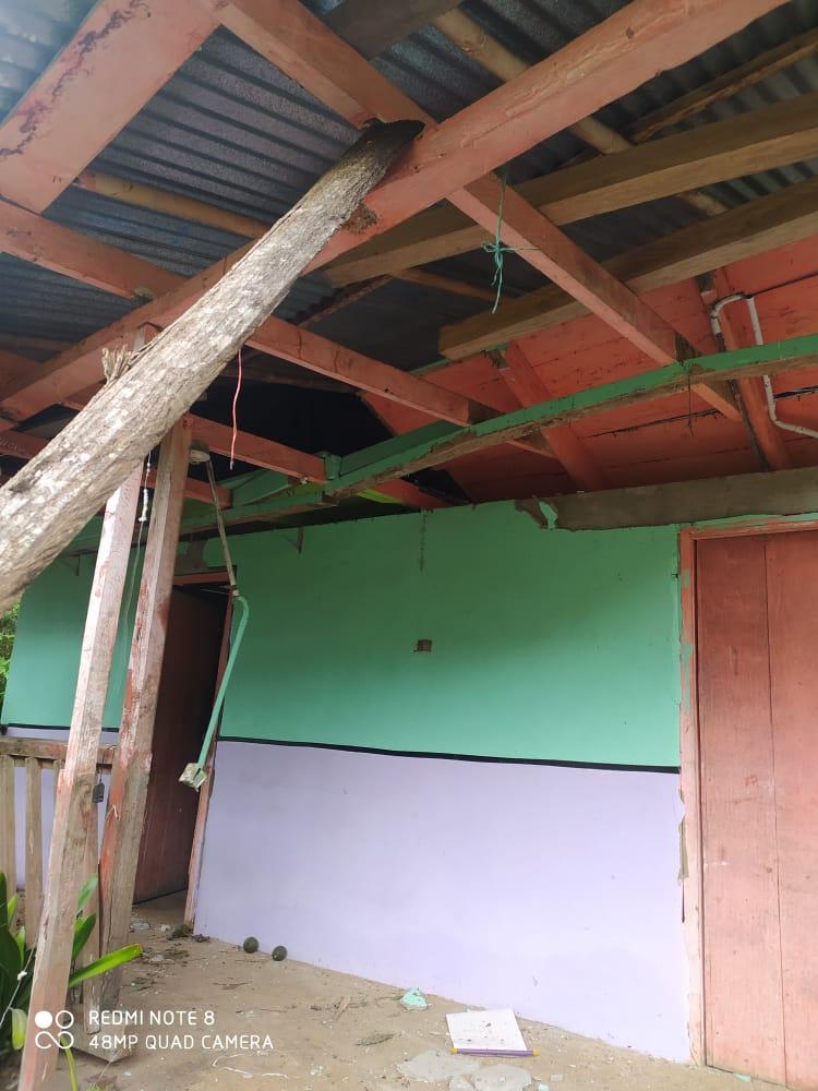 Jeep cargado con aguacate cayó sobre una vivienda en Casabianca 8