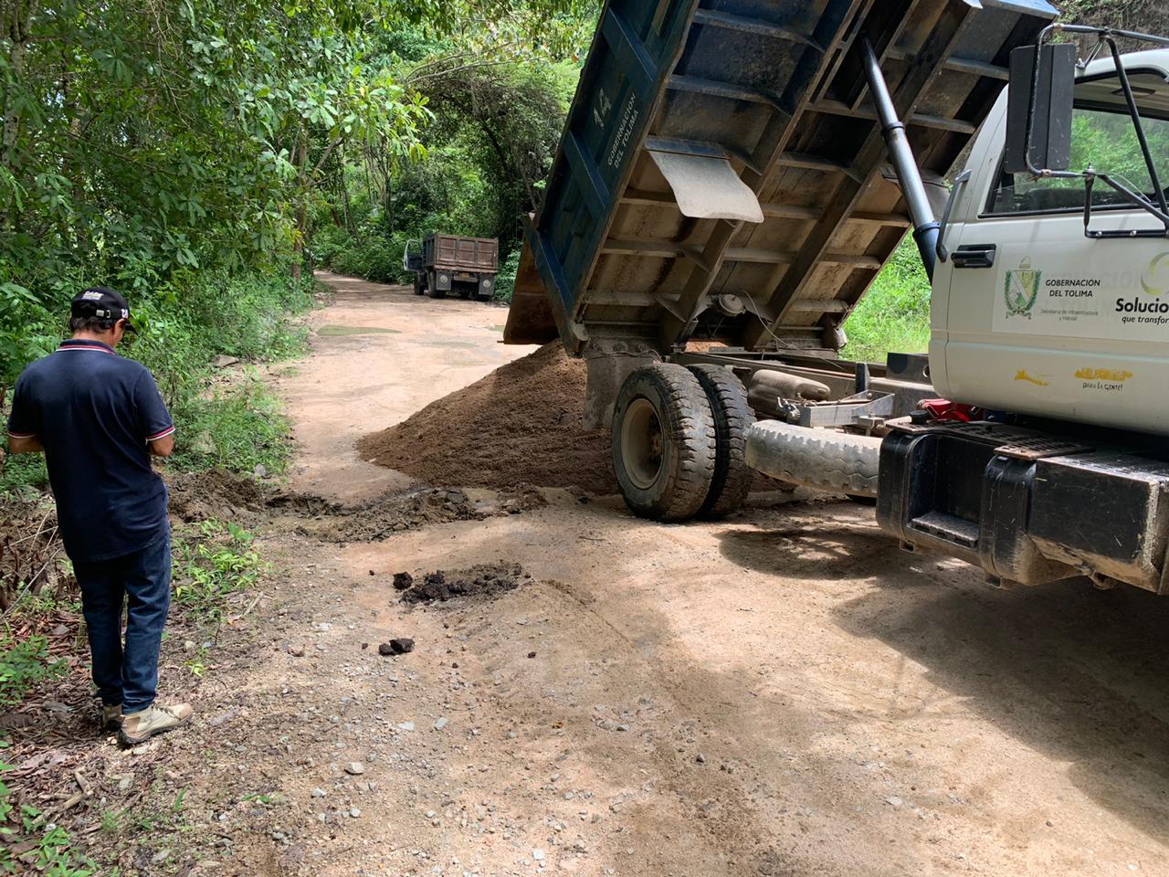 En la vía Rovira-Roncesvalles se atiende emergencia por derrumbes 2