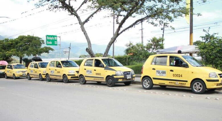 Sólo los taxis están habilitados en el toque de queda 1