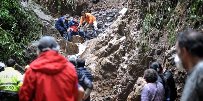 Así fue el rescate de cuatro personas atrapadas por fuertes lluvias 2