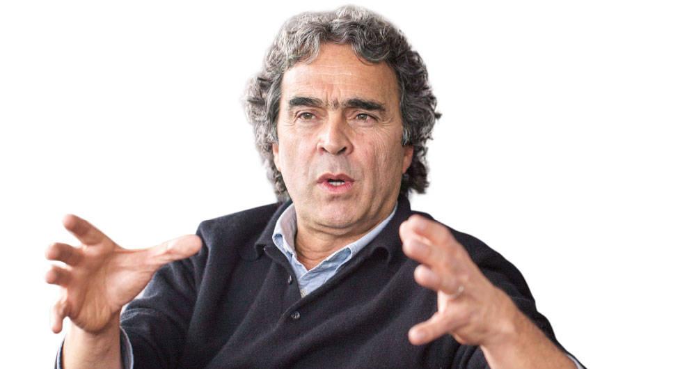 Continúa rifirrafe entre Fajardo y Uribe 2