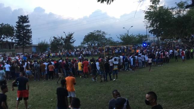 Torneo de fútbol terminó dispersado por el Esmad 1