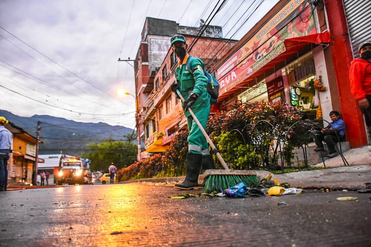 Limpieza y recuperación de espacio público, acciones ejecutadas en la plaza de la 21 7