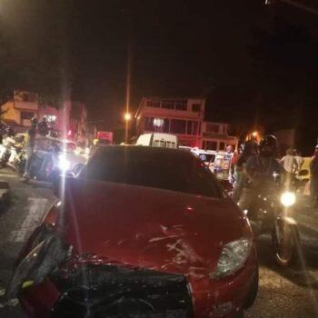 Choque en la Avenida Ferrocarril deja 4 heridos 2