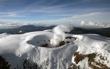 Aumenta actividad volcánica en el Nevado del Ruiz 1