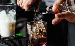 Colombianos no abandonan el consumo de licor en cuarentena 1