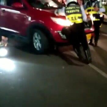 Huyó despues de arrollar dos agentes de tŕansito y a un motociclista 5