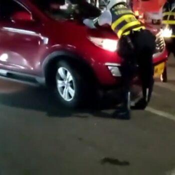 Huyó despues de arrollar dos agentes de tŕansito y a un motociclista 4