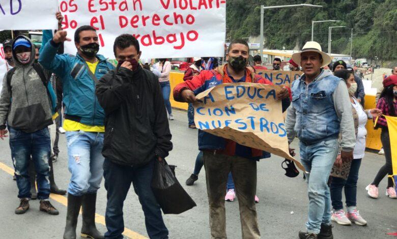 Protestas de Comerciantes hacen cerrar la vía Cajamarca- Calarcá 3