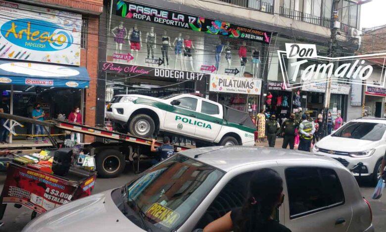 Tránsitos mandan a los patios patrulla de Policía mal parqueada 1