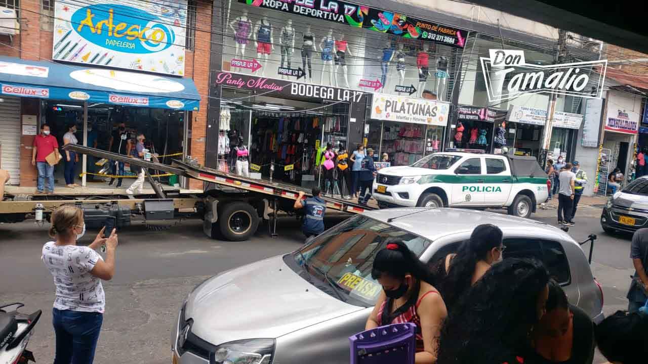 Tránsitos mandan a los patios patrulla de Policía mal parqueada 3