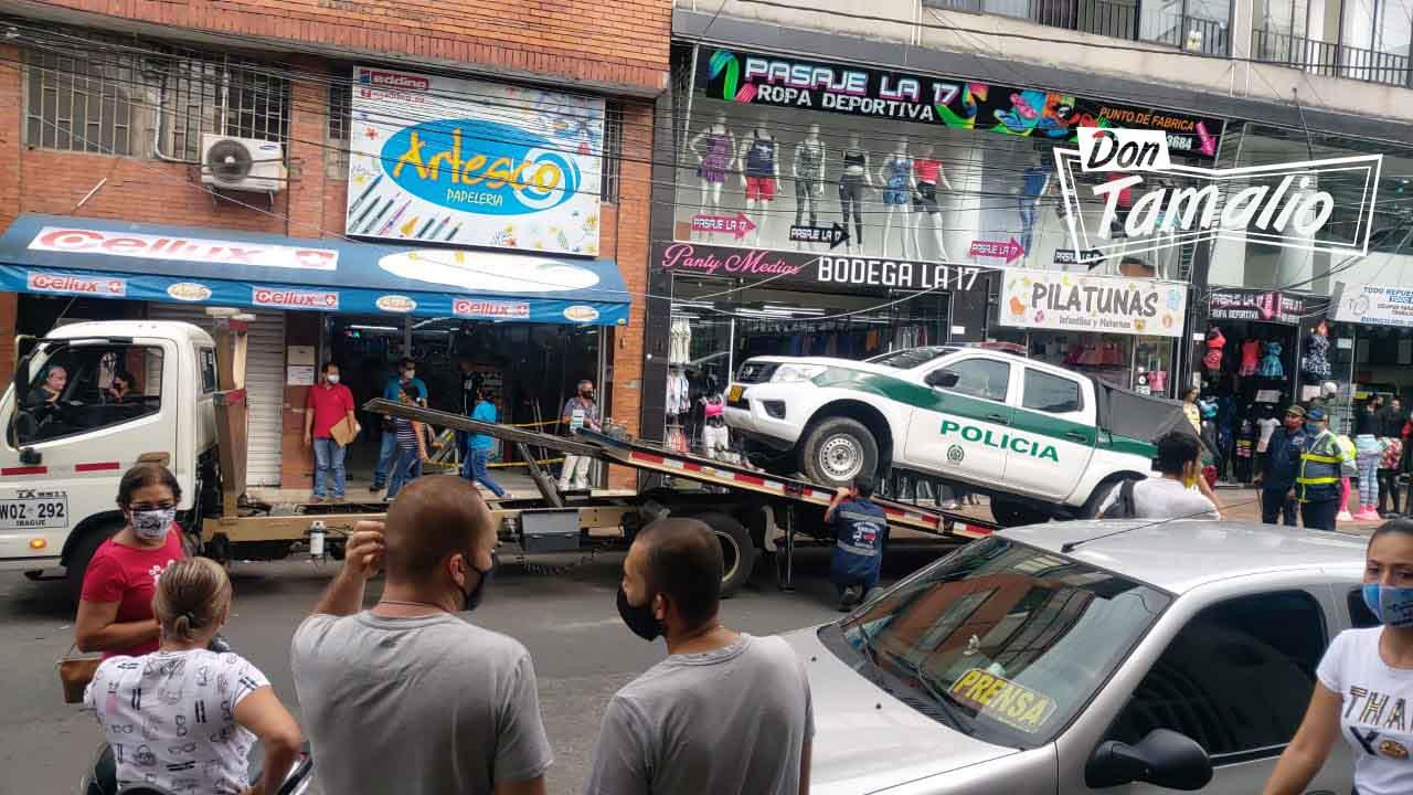 Tránsitos mandan a los patios patrulla de Policía mal parqueada 2