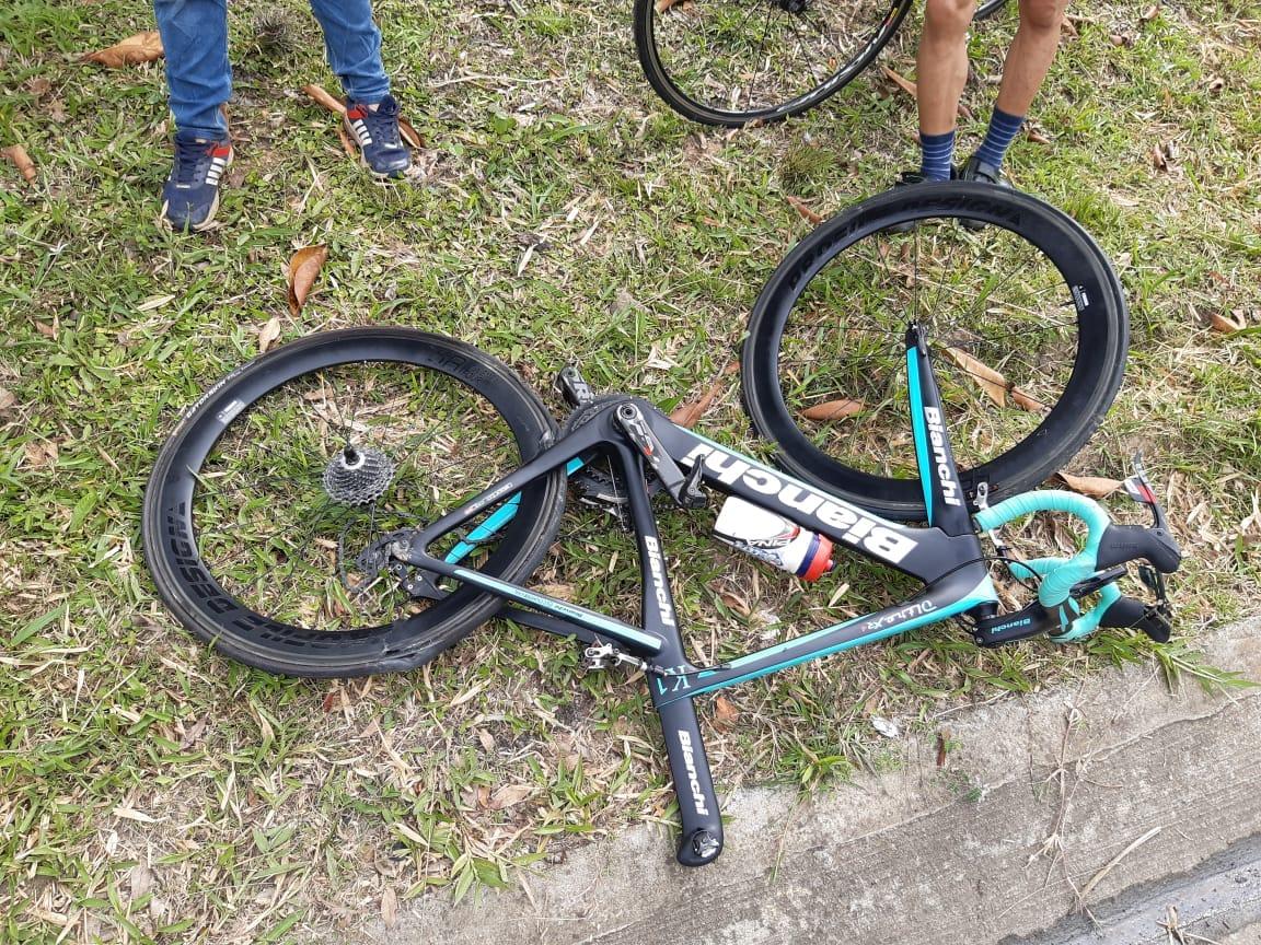 Automóvil atropella a ciclista en Barbosa, Santander 3
