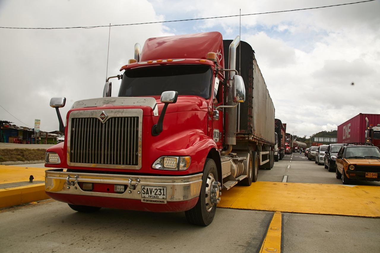 209.423 vehículos se movilizaron por la vía Cajamarca-Calarcá en los primeros 30 días. 3