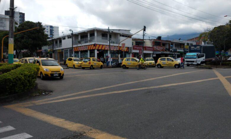 Luego de casi cinco horas de bloqueos en la ciudad, taxistas abrieron paso 1