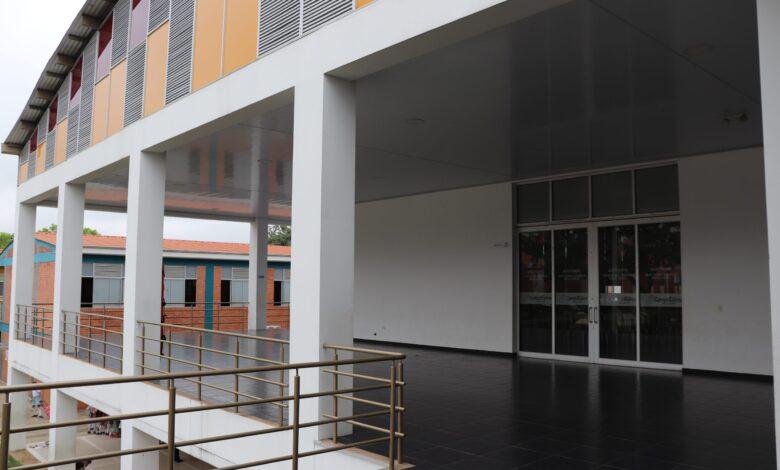Incertidumbre sobre el futuro escolar de más de 400 estudiantes por rifi-rafe entre Comfenalco y Comfatolima 3