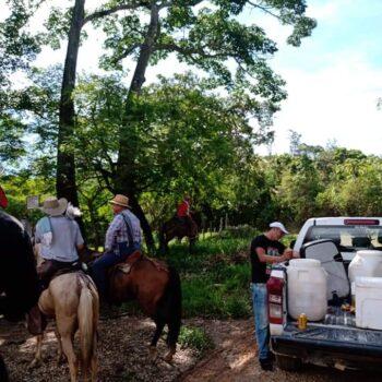 A pesar de restricciones, concejales de Cunday estuvieron en cabalgata y bebiendo licor 5