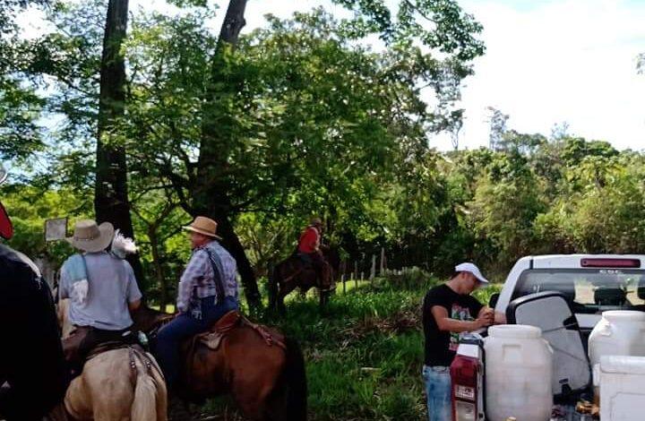 A pesar de restricciones, concejales de Cunday estuvieron en cabalgata y bebiendo licor 1