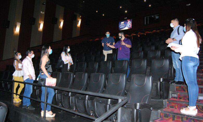 Busque las películas de cartelera, vuelve Cine Colombia. 1