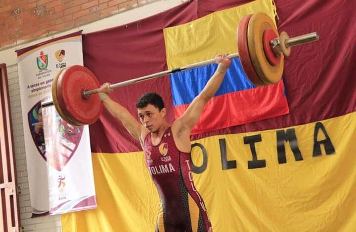 Kevin Urrego consigue 3 medallas de plata en campeonato nacional de Pesas. 1