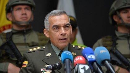 Remezón en la Policía Nacional, Duque anunció la salida del general Óscar Atehortúa 1