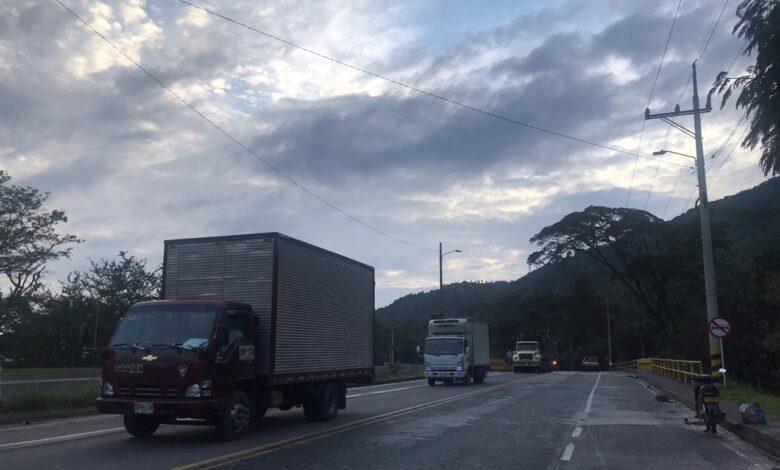 Conductores, hoy inicia cierre total en la vía Calarcá-Cajamarca 1