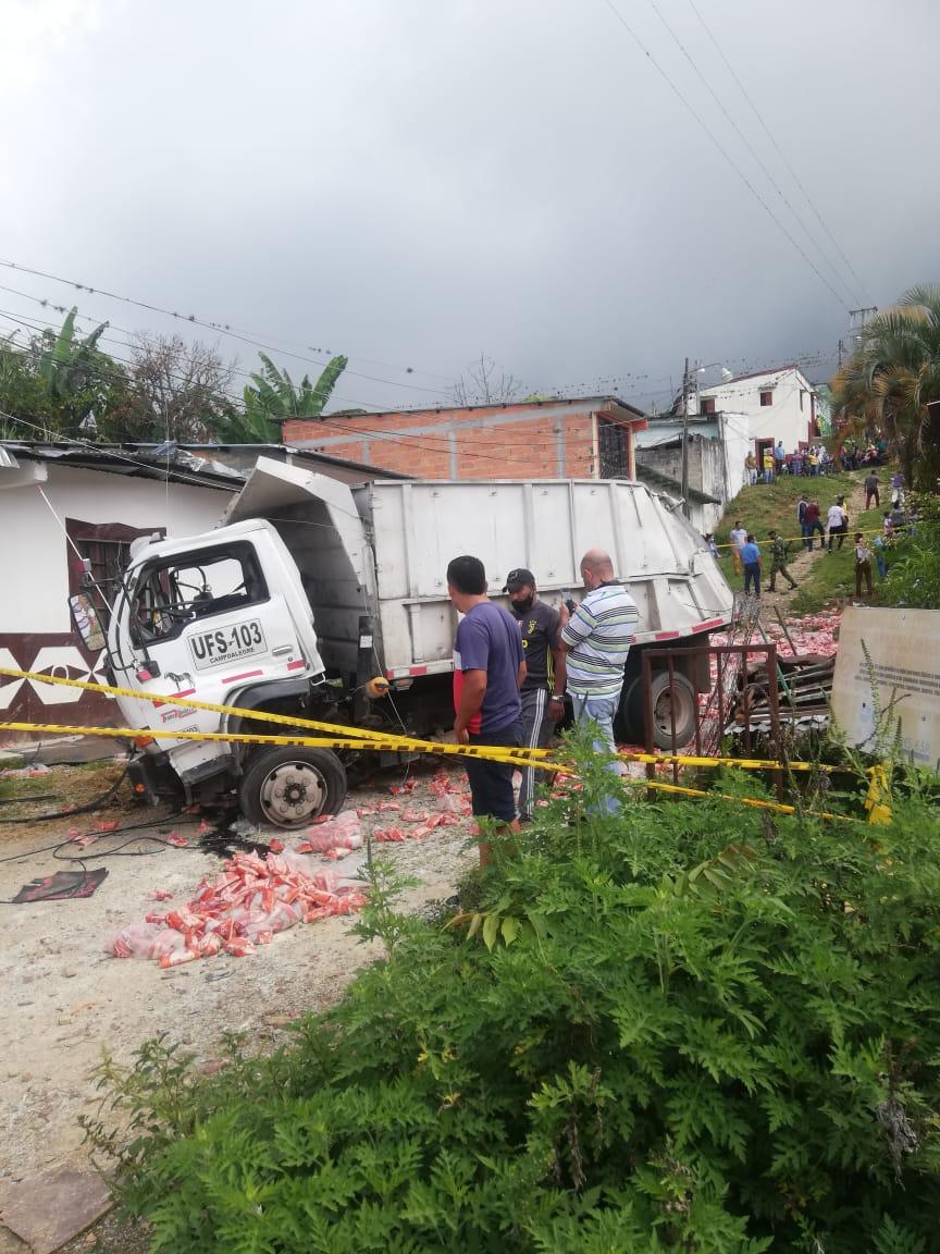 Auxiliar de conductor falleció tras accidente de Volqueta en Dolores 2