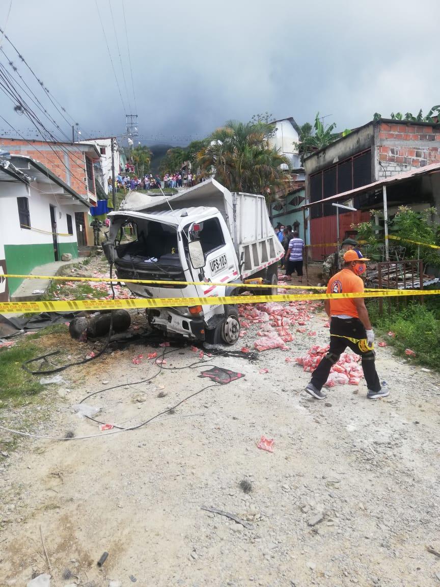 Auxiliar de conductor falleció tras accidente de Volqueta en Dolores 3