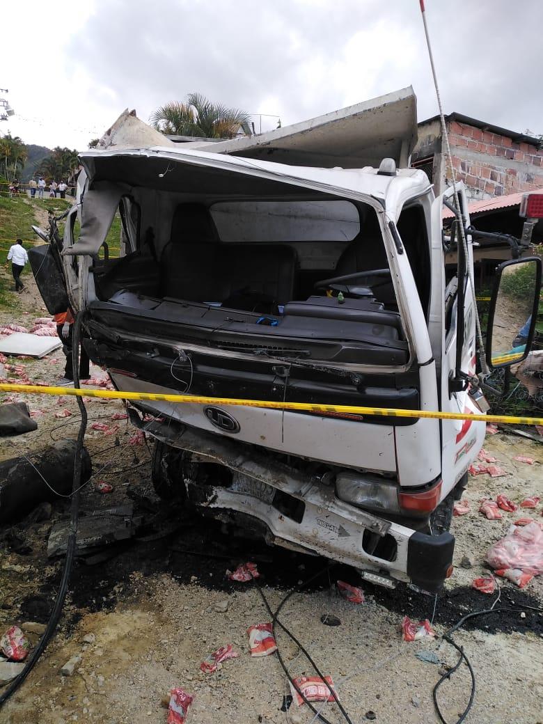 Auxiliar de conductor falleció tras accidente de Volqueta en Dolores 4