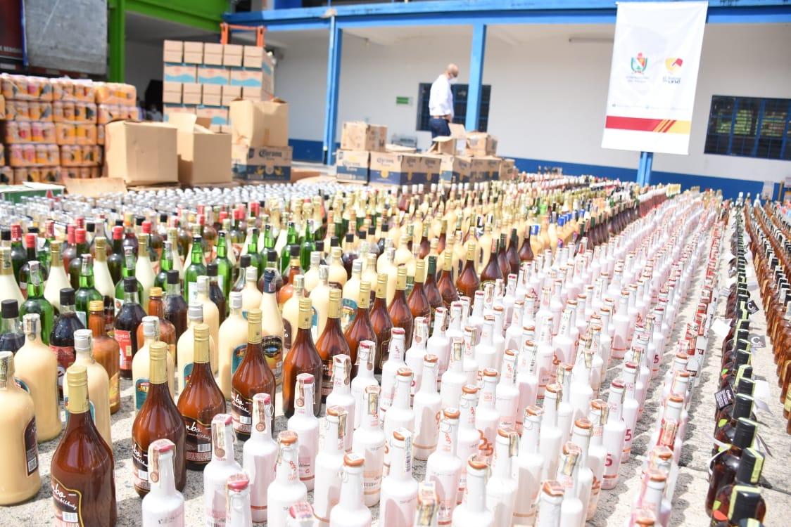 24 mil 100 unidades de botellas de licor adulterado y de contrabando destruidas en el Tolima 12
