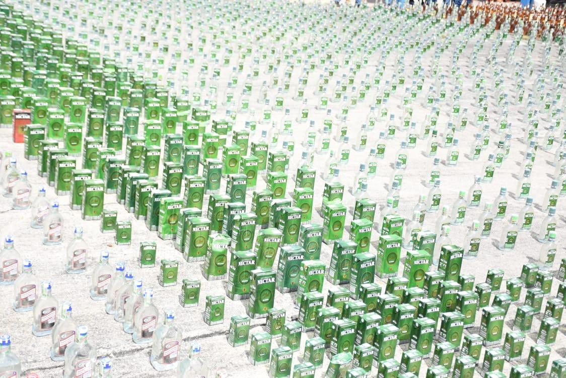 24 mil 100 unidades de botellas de licor adulterado y de contrabando destruidas en el Tolima 9