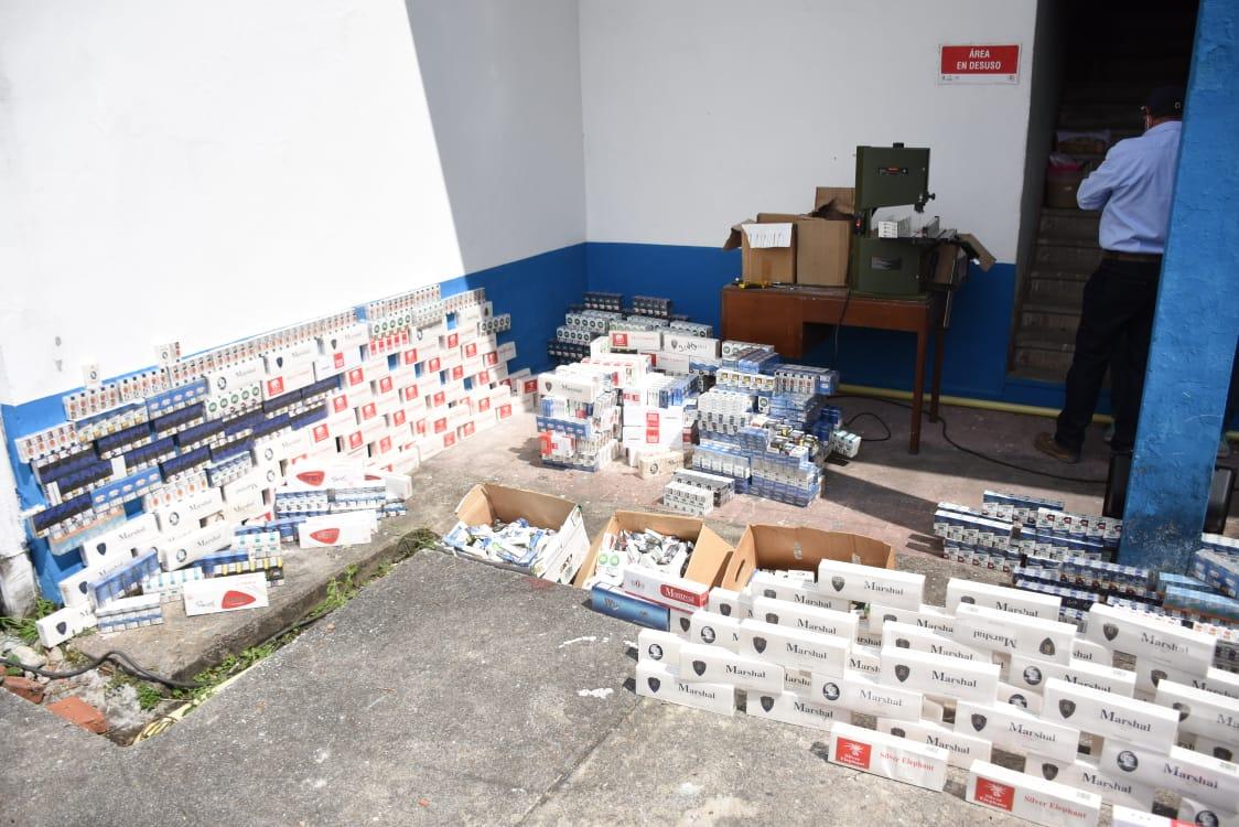 24 mil 100 unidades de botellas de licor adulterado y de contrabando destruidas en el Tolima 7