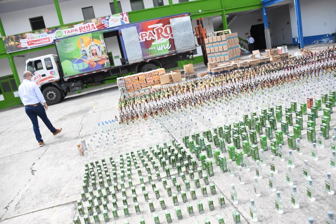 24 mil 100 unidades de botellas de licor adulterado y de contrabando destruidas en el Tolima 4