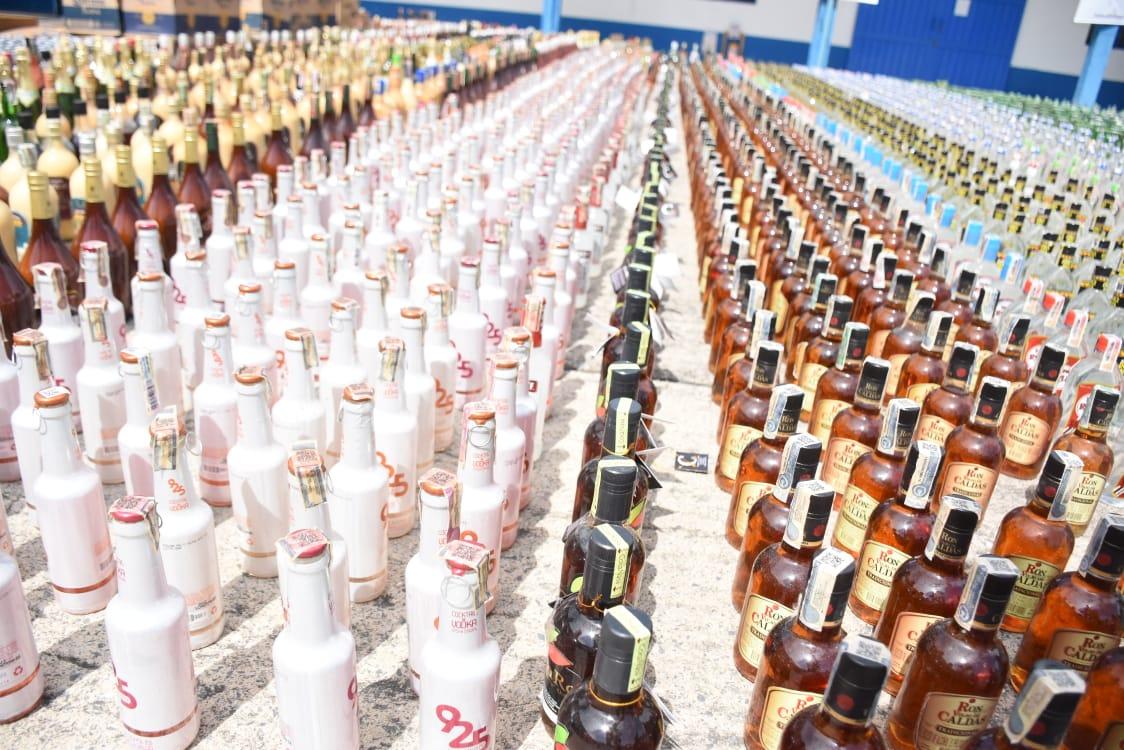 24 mil 100 unidades de botellas de licor adulterado y de contrabando destruidas en el Tolima 5