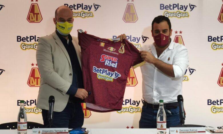 Deportes Tolima presentó su nueva camiseta y patrocinadores en el 2021. 1