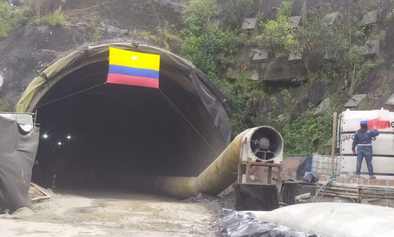 Gobierno Nacional realizó la última excavación de uno de los túneles del proyecto cordillera central 1