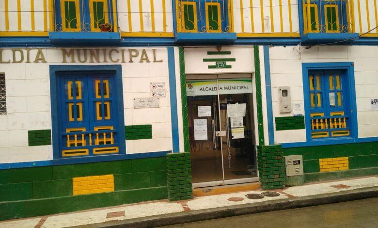 Por casos de Covid-19 suspenden atención al público en la Alcaldía de Santa Isabel 1