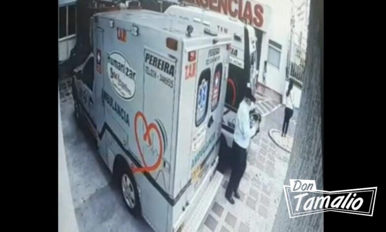 Vea a este viejito robándose un costoso equipo médico de una ambulancia 1