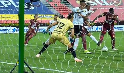 En el último suspiro y con penal polémico Tolima le ganó a Aguilas Doradas. 9