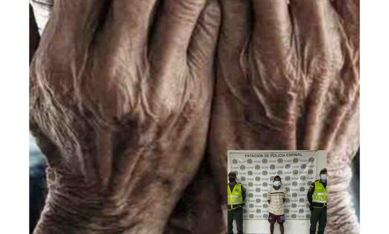 ¡Insólito! Un hombre fue capturado en el momento que estaba abusando de un abuelo 1