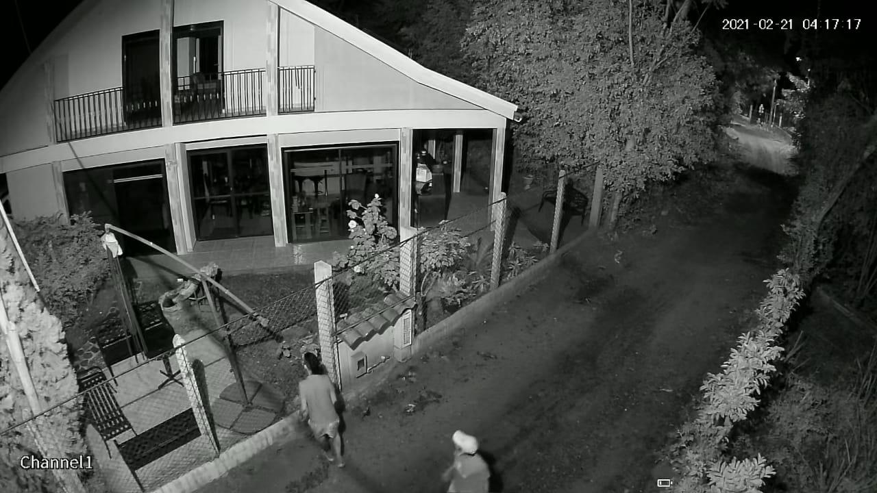 Ladrones en Chucuní se llevaron hasta las llaves de los carros 3