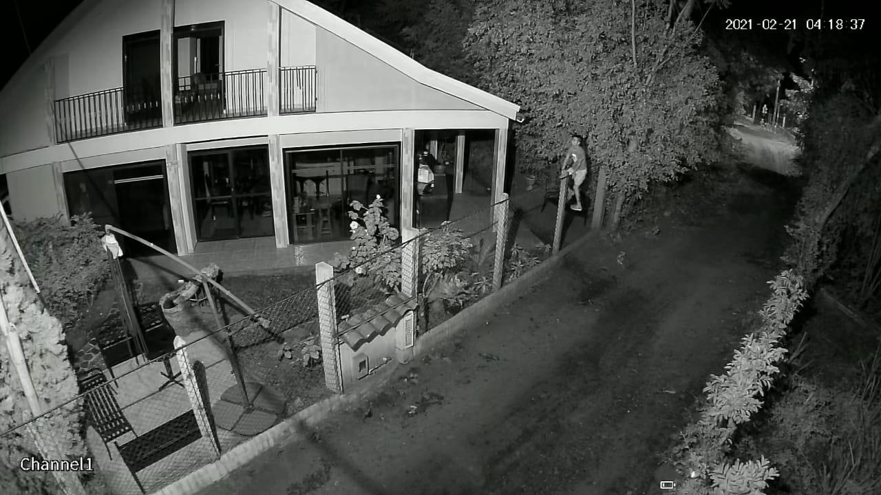 Ladrones en Chucuní se llevaron hasta las llaves de los carros 8