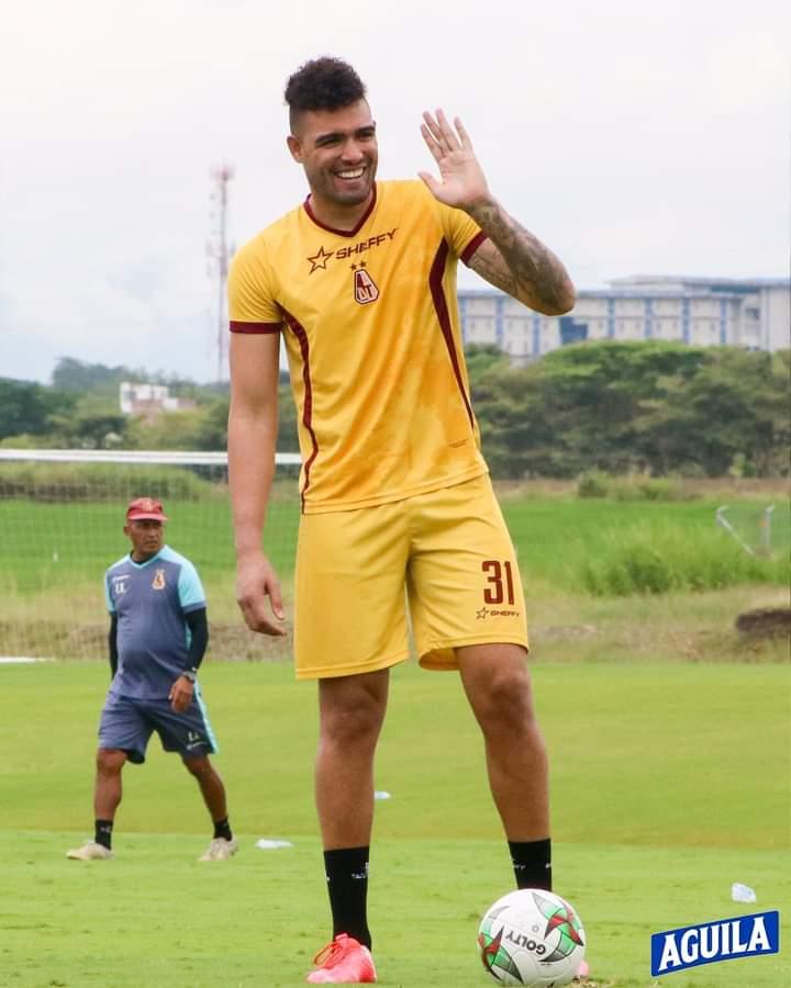 Álvaro Montero sería suplente para el juego de mañana entre Tolima y Jaguares. 8
