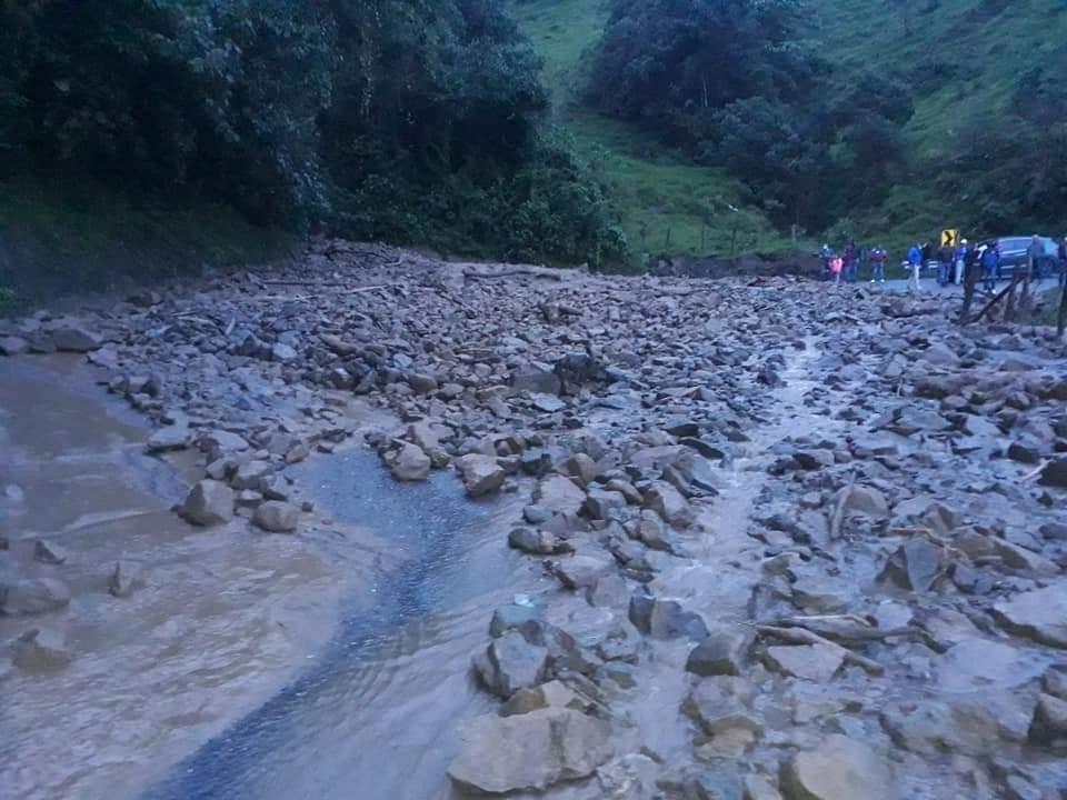 Habilitan paso en la vía Fresno- Manizales tras derrumbe 5