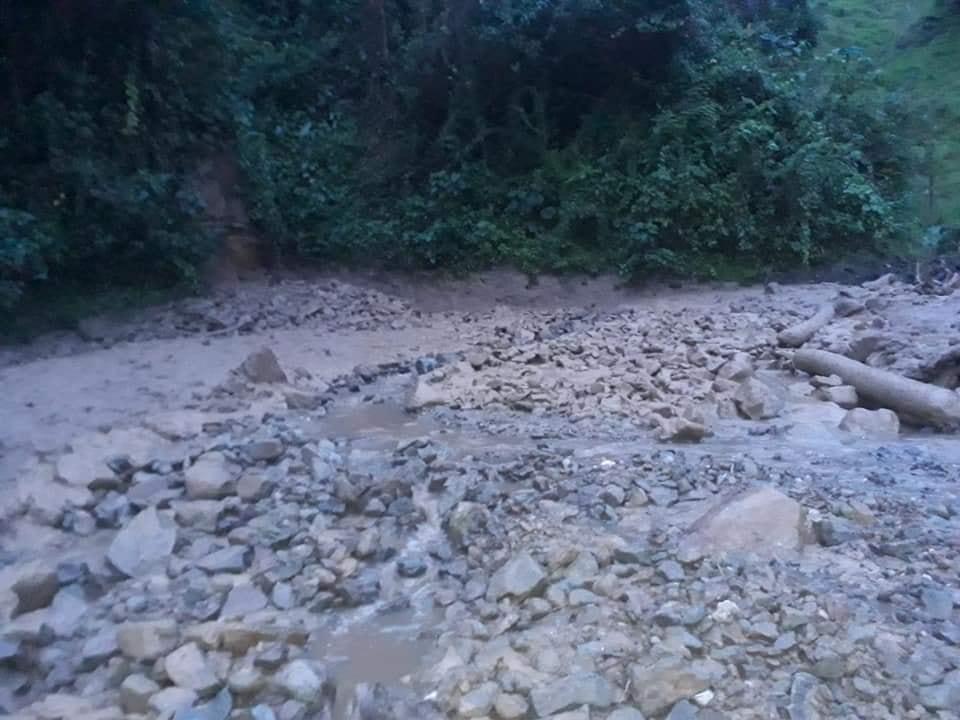 Habilitan paso en la vía Fresno- Manizales tras derrumbe 2